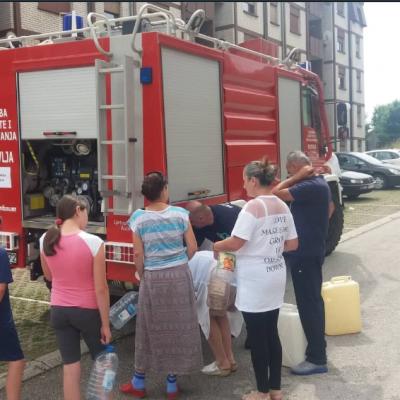 Služba zaštite i spašavanja na tri lokacije u gradu cisternama isporučuje tehničku vodu