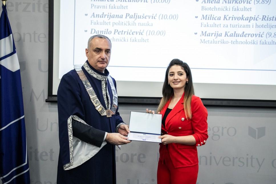 Dijana Damjanović NAJBOLJA studentkinja Filološkog fakulteta UCG na smjeru Francuski jezik i književnost
