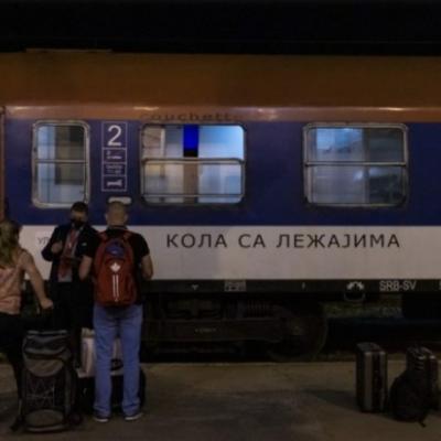 Prvi putnici vozom krenuli iz Beograda u svoje kuće na moru