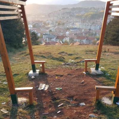 """Parkovni mobilijar na vidikovcu """"Golubinja"""" bez klupa i stolova"""