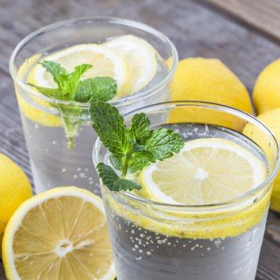 Evo zašto je zdravo piti vodu sa limunom