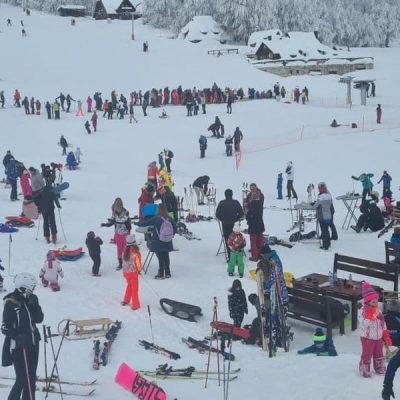 Stotine skijaša, a i hoteli solidno popunjeni