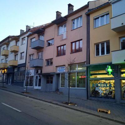 Nove fasade samo sa ulične strane zgrada