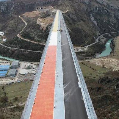 EU voljna da pomogne oko duga za autoput, ali neće biti lako