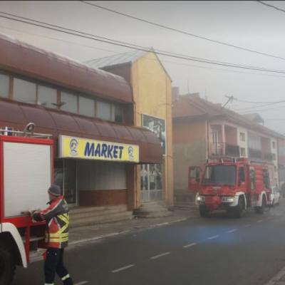 """Gori veliki supermarket """"Žitoprodukta"""" u ulici Oslobođenja u Pljevljima"""