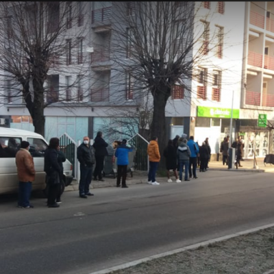 I treći dan isplate naknade nezaposlenim licima gužve ispred CKB banke