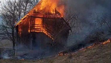 U Selcu izgorio pomoćni objekat (VIDEO)
