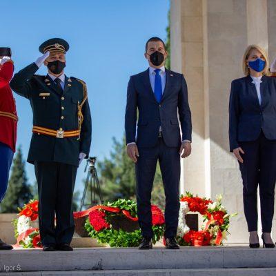 Predsjednik Skupštine uz vojne počasti položio vijenac povodom Dana pobjede nad fašizmom