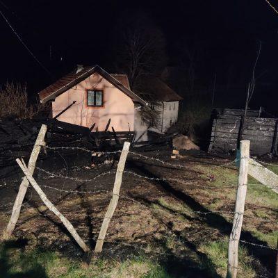 Kasno sinoć u Otilovićima izgorjeli pomoćni objekti (FOTO)