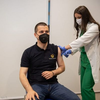 Predsjednik Skupštine Aleksa Bečić vakcinisao se danas u Beranama