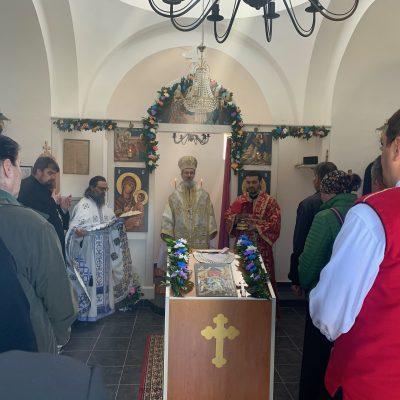 Епископ Атанасије служио у цркви на Ранчу