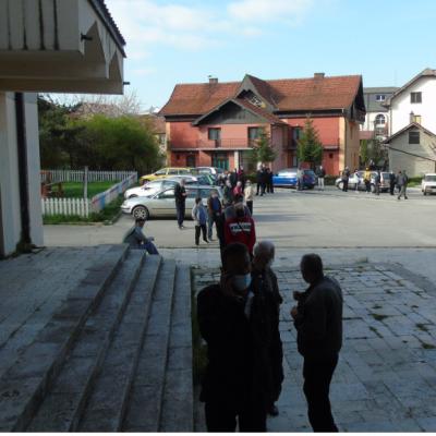Počela masovna vakcinacija u Pljevljima – Još prije otvaranja prisutan veliki broj građana