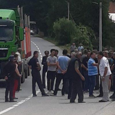 Mještani Galica blokirali put Slijepač most-Pljevlja: Traže sanaciju puta Tomaševo-Barice