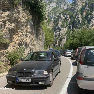 Totalni kolaps na granici iz Srbije prema Crnoj Gori