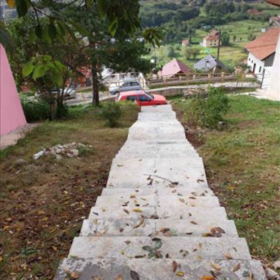 Opština Pljevlja finansirala i izgradila stepenište kojim je povezala ulice Predraga Pedje Leovca i Hamdije Šahinpašića u naselju Brdo