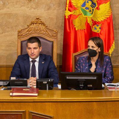 Uživo – Skupština Crne Gore – Premijerski sat i poslanička pitanja