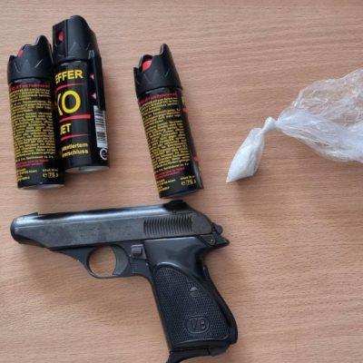 Krenuli na Cetinje, u automobilu im našli pištolj i kokain