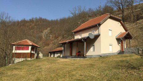 Prodajem kuću u naselju Gornji Gradac