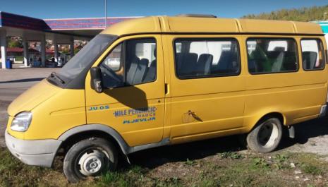 """Vozilo koje je donacijom prije 2 godine iz opštine Pljevlja zapisnički predato OŠ """"Mile Peruničić""""- Maoče, nikad nije stiglo u školu"""