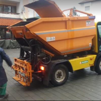 """U Doo """"Čistoća"""" vozilo za posipanje soli preuređeno u mobilni kamionski kontejner"""