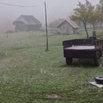 U širem području Opštine Pljevlja pada prvi snijeg